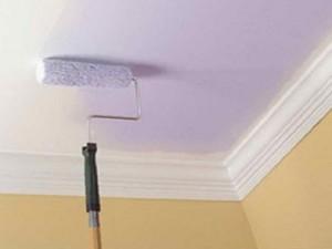 Покраска потолка одним цветом